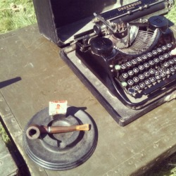 diveclearintotheday:  My pipe and typewriter… I wish.