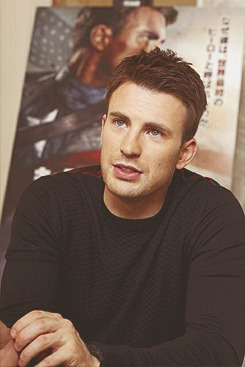 21/30 pictures of Chris Evans
