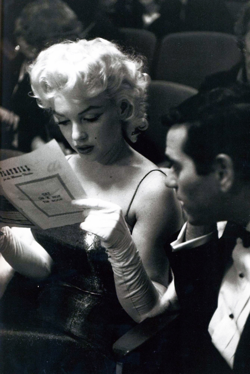 Monroe reads. Again. vintagegal:  Marilyn Monroe photographed by Ed Feingersh, 1955