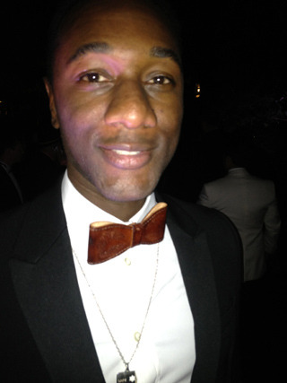 Aloe Blacc on his Red Carpet Style in Cannes At the AMFAR Cinema Fights AIDS charity gala in Antibes, Aloe Blacc took the stage and performed in front of a crowd that included everyone from Harvey Weinstein and Karl Lagerfeld to Kate Upton and Antonio Banderas.