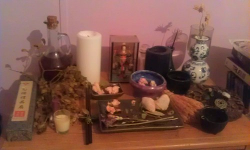 deliriouslyyours:  Close up of my redone altar. I like it.