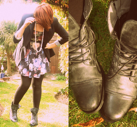 i want lacey boots…. I want them