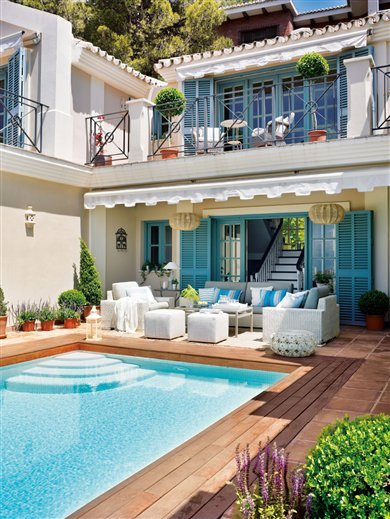 interiorstyledesign:  Rear courtyard terrace of a summer home on the Med in Costa del Sol, Spain (via Inspiring Interiors)