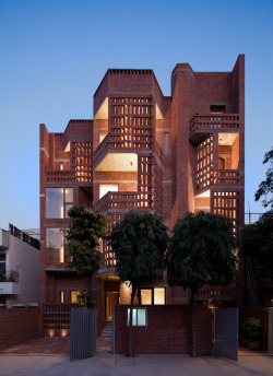 subtilitas:  Vir Mueller Architects - Defence colony residences, New Delhi 2010. Via HIC.