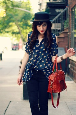 modcloth:  Bonnie of Flashes of Style rocking a sweet cutout top  The bag!! *faints*