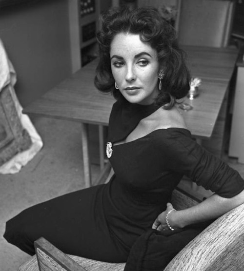 Elizabeth Taylor looking incredible in a cutout dress.