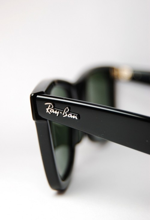 because everyone looks good in a pair of ray bans ^_^ I LOVE MINES