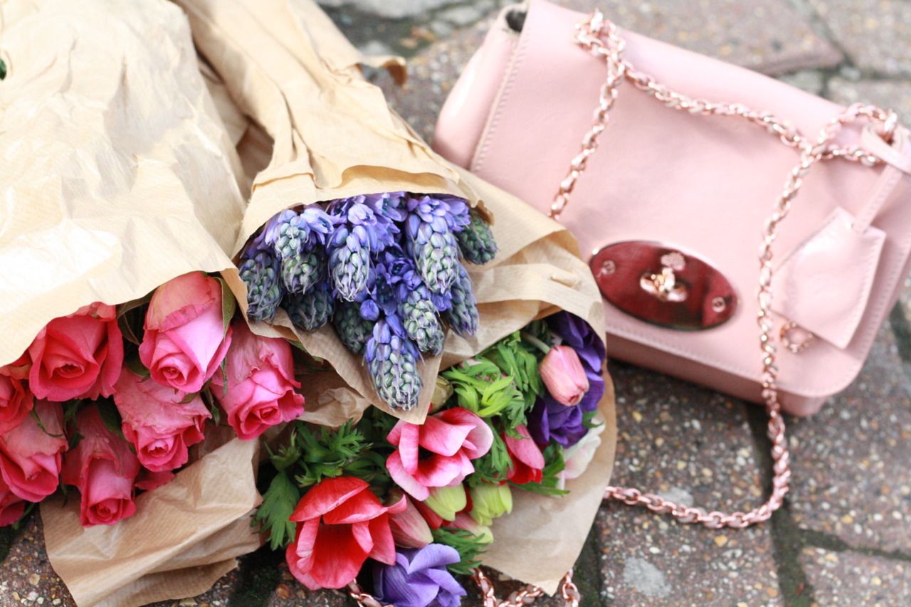 Happy sight: Mulberry bags and blooms from an English garden (see the full post here)
