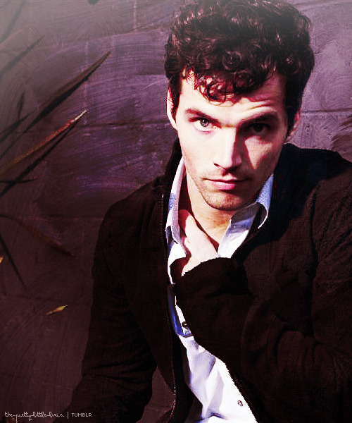 here-is-a-pretty-little-liar:  Ian Harding
