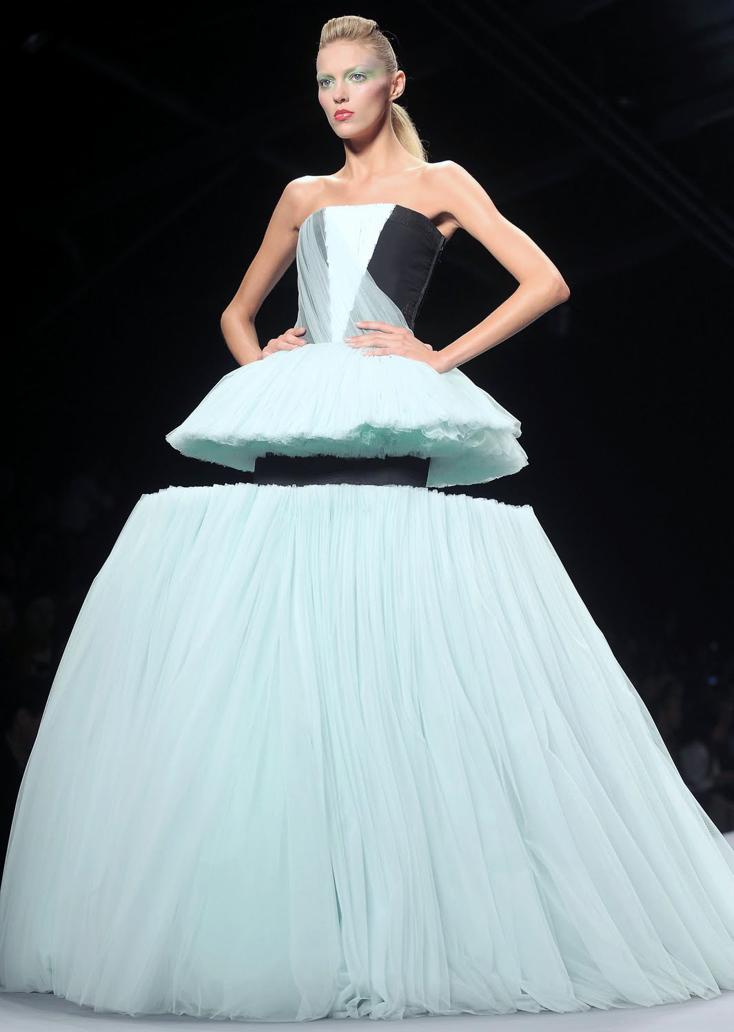 hautekills:  Viktor and Rolf s/s 2010  One of my favorite pieces of couture ever.