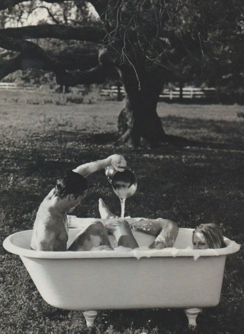 foxontherun:  (via charm colorfully / #charmcolorfully bubble bathing)
