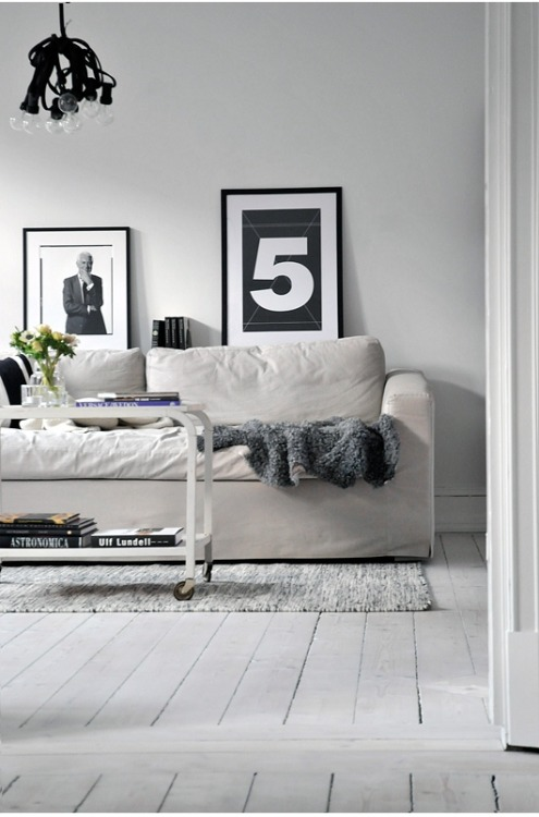 (via Calm And Casual House Designed In White And Light Grey Colors | DigsDigs)