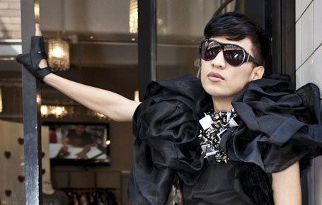 WITTY AND B*TCHY!!! Fashion blogger BryanBoy is now one of the judges in America's Next Top Model! This makes him the first fashion blogger to become a mainstream TV star as he joins the show's new castmates Rob Evans, a model, and Johnny Wujek, Katy Perry's stylist. Be sure to keep an eye on this guy, as even Marc Jacobs named a handbag after him! (the BB ostrich bag).