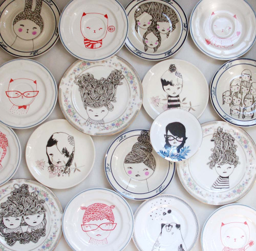I want/need these plates! Eating can be creepy :)