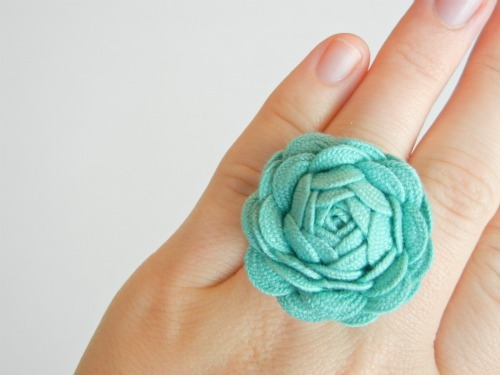 Cute DIY Ribbon Ring Going to make this one tomorrow! Assuming I can find a ring base at the craft store. Tutorial at http://www.theribbonretreat.com/blog/ric-rac-rose.html