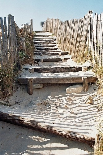 sand steps. via (reasonsfourlovingseasons)