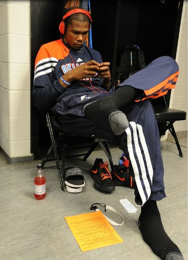 ihatelebronjames:  probably playing doodle jump.