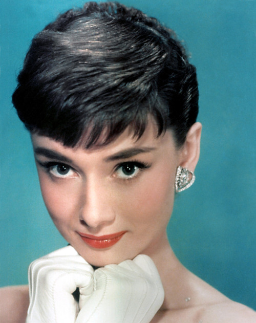 I kinda want short bangs like Audrey had them here. Yay or nay?