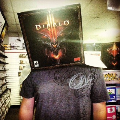 My idiotic love of my life @havantus #diablo3#diabloiii#diablo#gamestop#jon#dork#love#idiot#retard#boyman#boy#man#bf#boyfriend#capitola#california#santacruz#box#head#boxhead#entertain#clown#oneil (Taken with instagram)