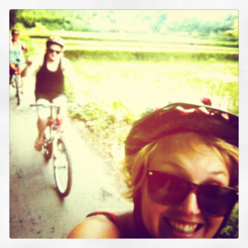 Today we went cycling through lots of rice fields and remote villages! 32km…. Go us! What machines :-D we were rewarded with a REALLY tasty Balinese lunch, cooked for us in a traditional home. Nom nom nommmmm!