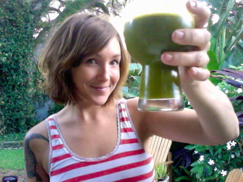 palmheart:  Morning juice! 1 pear 1 apple 3 leaves kale 2 carrots 1 small cucumber small bunch of cilantro 1/2 lime