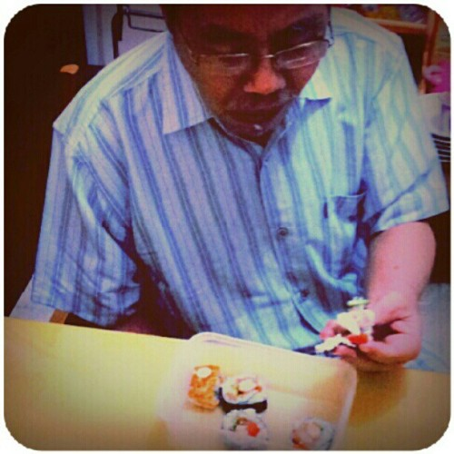 #enjoy #first #sushi #instagram #pingram #pingramme #instagramhub #instanphoto #instaworld #android #androidphoto #gf_daily #gang_family #good  (Taken with instagram)