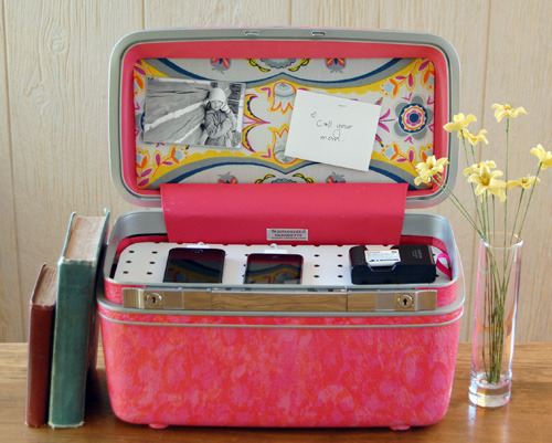 diefordiy:  Vintage Suitcase Charging Station by Kate Pruitt on Design Sponge