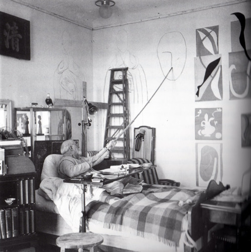 williswillkillus:  Toward the end of his life Matisse was often bed ridden in his apartment in Nice. However, he continued to draw on the wall and ceiling around him. These drawings can still be seen.