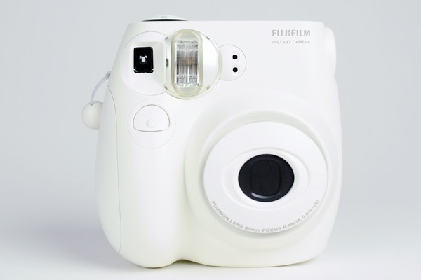 (via The Instax Mini 7s and Mini 25 Instant Cameras) So when I get paid this friday… this may be one of the things I splurge on for bonaroo. look how freakin cute this is.