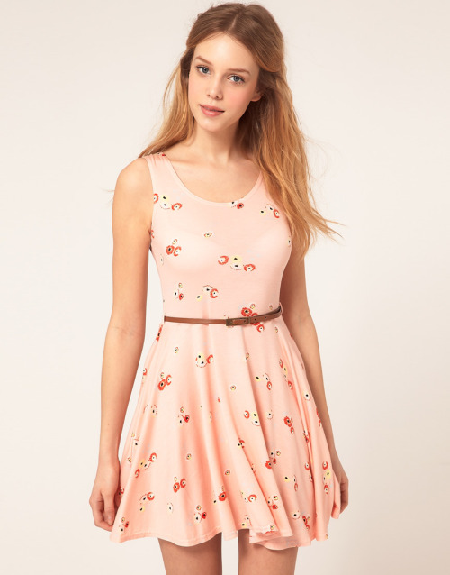 Love Jersey Daisy Belted Skater DressMore photos & another fashion brands: bit.ly/JgVs39