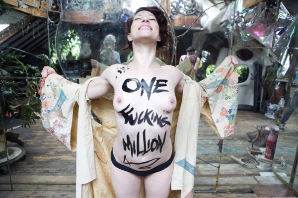 Amanda Palmer super excited for getting $1,000,000 pledges from her Kickstarter project and 22,000 backers! If you haven't already backed her, DO SO NOW! You have until tomorrow night! GO! =) http://www.kickstarter.com/projects/amandapalmer/amanda-palmer-the-new-record-art-book-and-tour