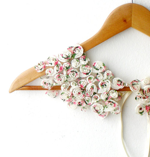 nestprettythings:  Peter Pan Collar Little Roses Detachable by callmemimi
