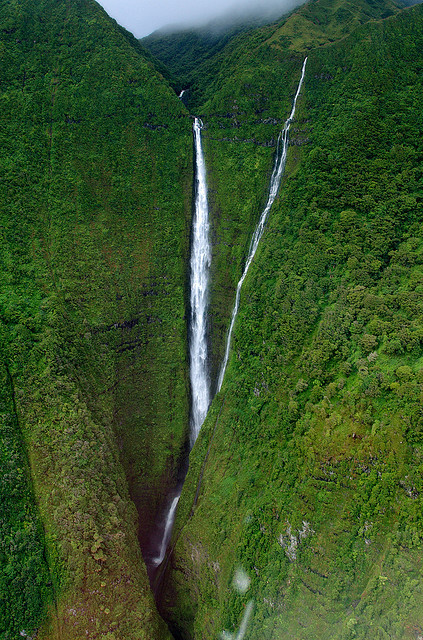 visitheworld:  Kahiwa Falls on Molokai Island, Hawaii, USA (by RichardJAnderson).