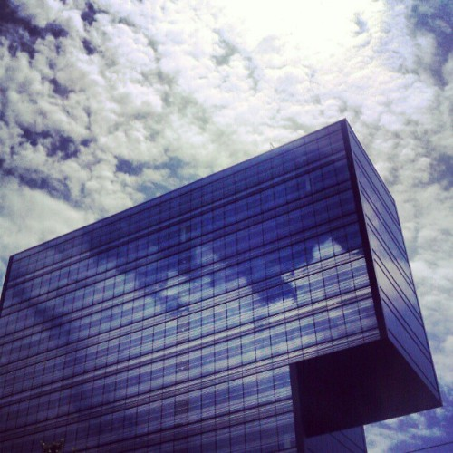 #barcelona #architecture #sky #clouds #building  (Tomada con instagram)
