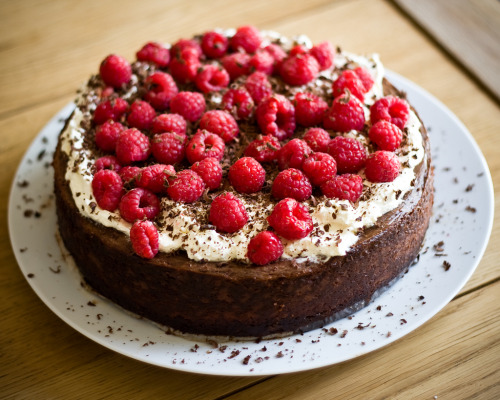 thecakebar:  Raspberry and chocolate cheesecake Part II!