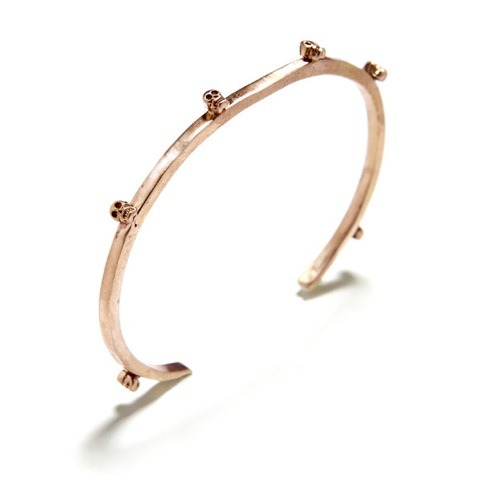 evachen212:  teeny understated skulls on a rose gold cuff: cute, sweet, totally Bing Bang!  Love