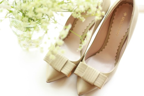agirlastyle:  These shoes are from Mulberry *and* they had bows on the toes. Impossible for me to resist.