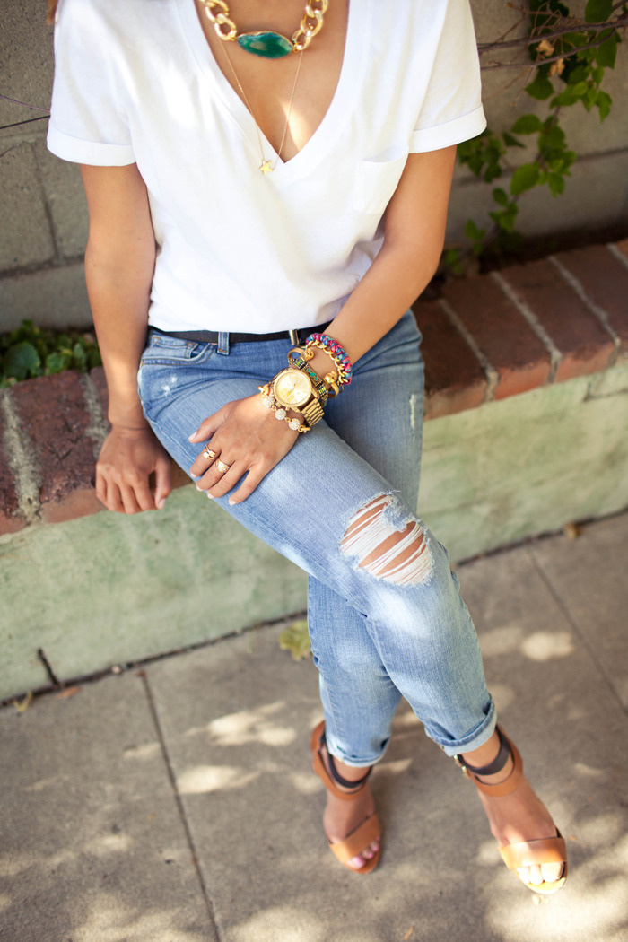 mirnah:  Ripped jeans are a style staple. Whether they are wonderfully worn-in by you, or perfectly torn before they hit the racks, the deconstructed, chic look of a comfy pair of jeans adds a personalized touch to any outfit. Dress them up or dress them down, you can't go wrong with this fashionable basic!