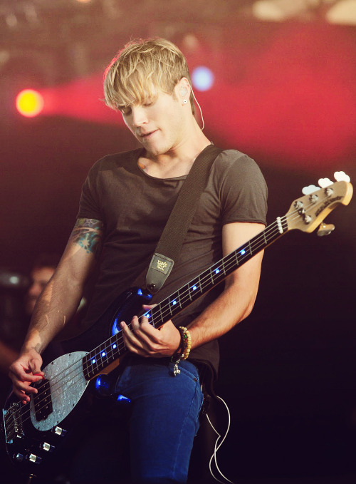 49/100 photos of » Dougie Poynter