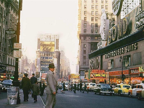 fuckyeahvintage-retro:  New York City, 1954