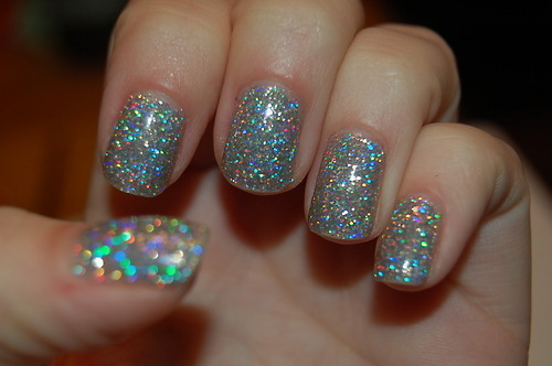 I live for sparkly nails!