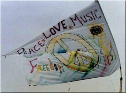 revolting-youth:  Peace and Love