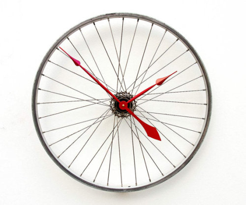 manchannel:  Bicycle Wheel Clock by pixelthis.