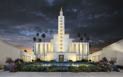 buggiek:  buggiek:  Los Angeles Temple  This post has exploded today. It makes me smile.