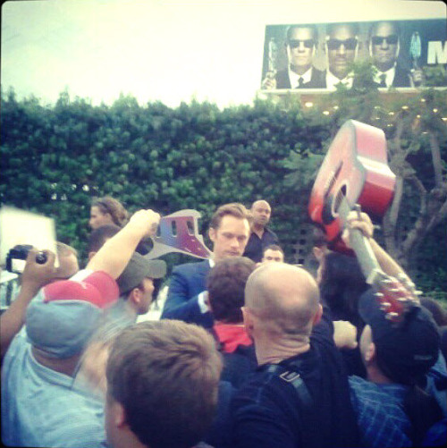 santress:  Alexander Skarsgard greets fans at the premiere of True Blood, Season 5 (May 30, 2012). (Source: AJPerez8869 @ twitter)