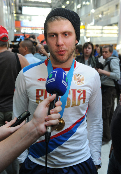 Varly arriving at the Moscow airport on 5/21/2012 after winning gold at WC