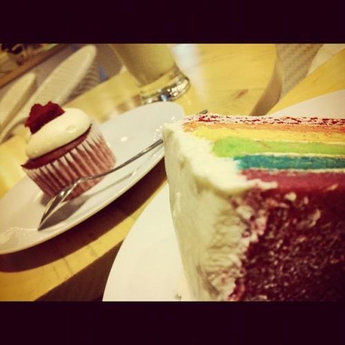 Joy joy joy #redvelvet #rainbowcake #cupcakes #gmy #iphonesia (Taken with instagram)