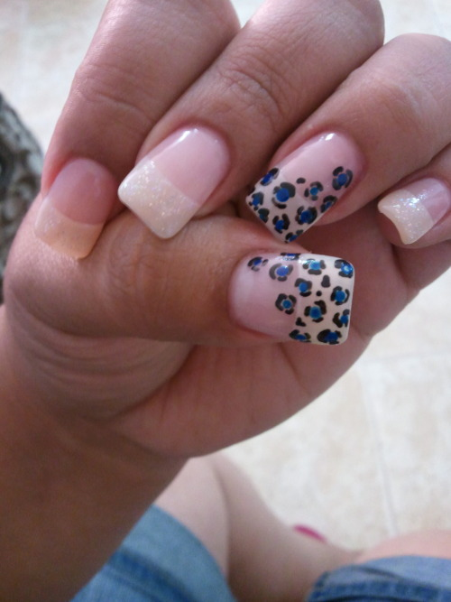Blue cheetahh nails just done ;)
