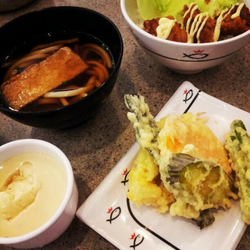 Irodori Gozen meal #japanese #miri #sarawak #brunei #tweetwhatyoueat #whatsonmyplate #food #foodrevolution #instafood  (Taken with instagram)
