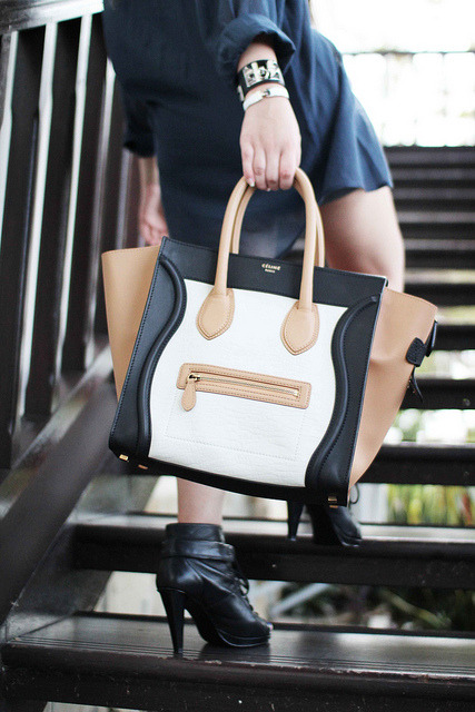 cronicasdeunafashionista:  Celine boston bag.